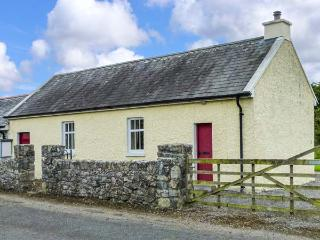COURT HOUSE, multi-fuel stove, romantic retreat, garden with furniture, in Lorrha, Ref 915466