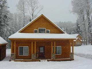 Awesome Cabin, Hot Tub, 2BR, Large Open Loft, Slps7, Book & Save in Oct!!, Ronald