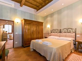 Charm and Tradition at Vacation Rental in Florence Heart