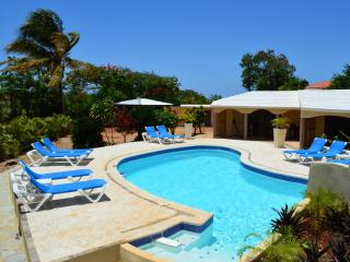 NO HIDDEN FEES - SECLUDED OASIS MINUTES FROM BEACH, Cabarete