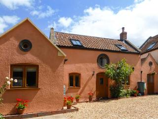 THE OLD STABLE, Grade 11 terraced cottage, WiFi, woodburners, in Hutton, Ref 29974, Weston super Mare
