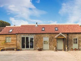 BROOK COTTAGE, single-storey, en-suite, woodburning stove, WiFi, off road parking, in Brandsby, Ref 8634, York