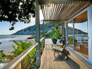Modern Beach House with WiFi, Satellite TV and Amazing Views - Villa Wixy, Clifton