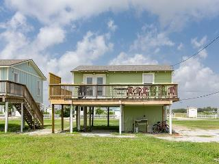 2BR New Home, Just Built by the Bay in Rockport! Winter Texans Welcome!
