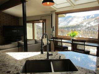 Spacious town home  with sun and mountain views, Vail