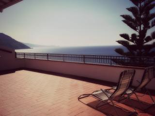 Sicily: apartment with a terrace faced the sea, Gioiosa Marea