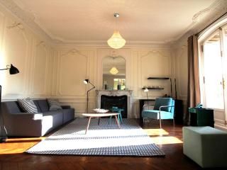 Louvre Luxury: 3 bedrooms and terrace, 1450 sq.ft, París