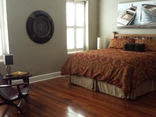 Artefactz Loft above the Historic Square, Granbury