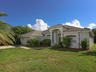 Lemon 2 - short walk to Manasota Beach with pool!, Englewood