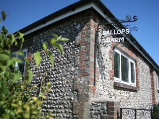 GALLOPS FARM HOLIDAY COTTAGE 2, Worthing