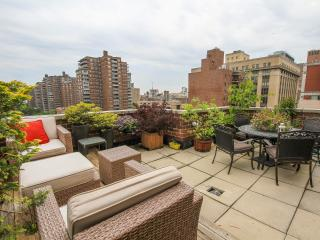 Chelsea 2 Bedroom Penthouse Duplex + Outdoor space, New York City