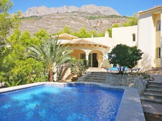VILLA ANGELA: private pool, close to the golf club, Altea