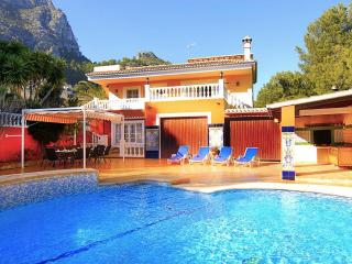V. Miguel located in quiet area 12 m driving beach, Calpe