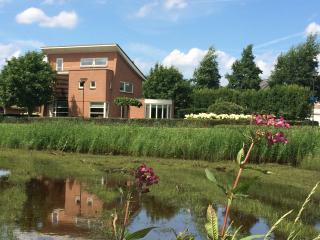 LUXURY & STYLISH VILLA IN NATURAL PARK TILBURG, Tilburg