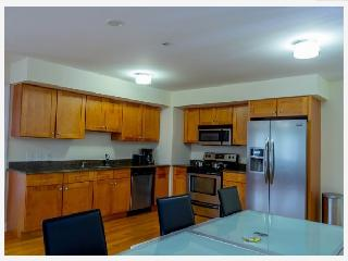 8Min drive to NYC, Up scale 2br/2bath Condo, Palisades Park