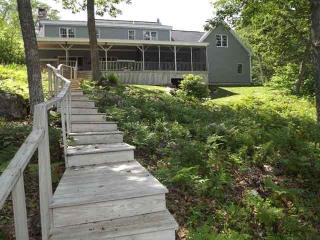 EASY BREEZES | BOOTHBAY MAINE | BARTER'S ISLAND |SALT WATER RIVER | PRIVATE DOCK & FLOAT | SLEEPS SIX | PET FRIENDLY, Boothbay
