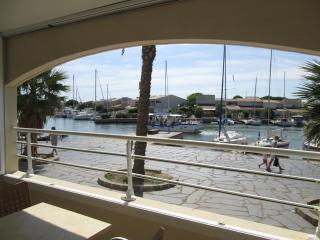 2 Bed Apartment in Cap d'Agde with Pool & Parking, Cap-d'Agde