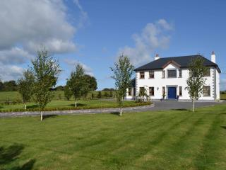 Stunning modern five bedroomed house sleeps 10, Adare