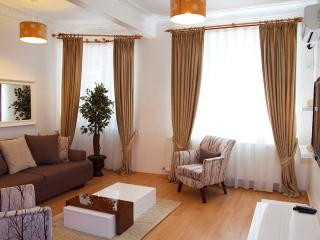 LOVELY 3 BEDROOM TAKSIM FLAT IN APARTMENT HOTEL, Istanbul