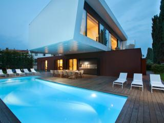 BEACHFRONT brand new 5 bedrooms modern villa!, Porec