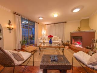 Family and dog-friendly spacious apartment with a, Quito