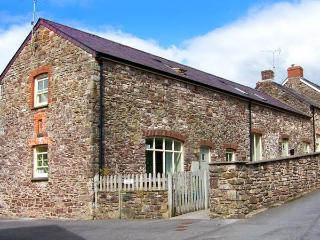 SWALLOW COTTAGE, pet-friendly, near the coast, enclosed gardens, homely cottage in Laugharne, Ref. 24394