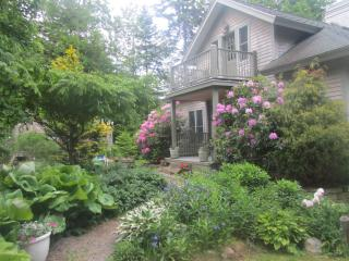 Romantic Ocean View Cottage - Sleeps 8, Rockland