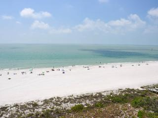 Apollo 706 - Recently Updated Beachfront Condo!, Marco Island