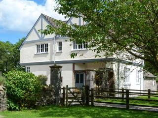 HOME FARMHOUSE, woodburner, shared grounds with heated indoor pool, fishing, play area, in Graythwaite, Ref. 914066, Hawkshead
