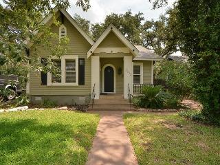 2BR/2BA Modern Prime Downtown Austin Home w/ Separate Game House