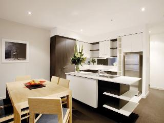 Spacious 2Bedroom, 2Bathroom Apartment inc WIFI, Melbourne