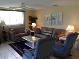 Charming 2BR on the shoreline of the Gulf - Villa 27, Siesta Key