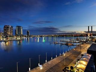 NEWQUAY MARINA APARTMENT, Melbourne
