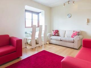 One bedroom flat in NW11 - max 6 people -free wifi, Londen