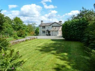HILLTOP, en-suite bedroom, open fire, pet-friendly cottage in 5000 acres of shared grounds, Graythwaite, Ref. 914068, Hawkshead