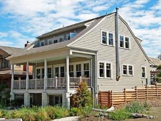 The Coastal Living House w-Carriage House - OCEANFRONT, Pacific Beach