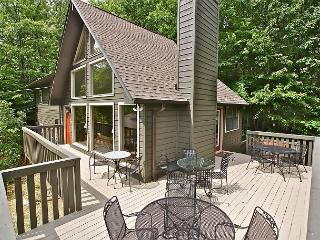 Gorgeous updated chalet with room for the whole family, Gatlinburg