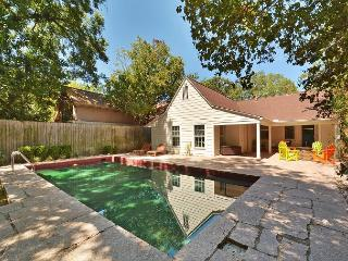 3BR/2BA Downtown Austin Home, with Pool and Amazing Outdoor Space, Sleeps 10
