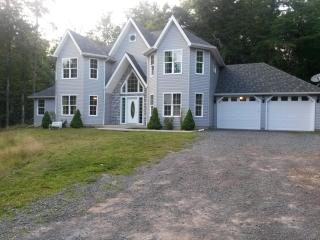 5 Bedroom Spacious French Manor, Long Pond