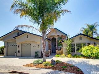 Furnished upscale home with pool & other amenities, Roseville