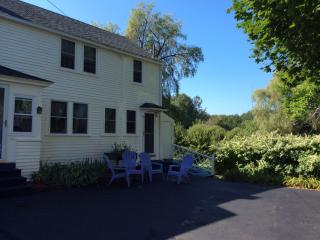 Beautiful Vacation Apt in Historic House, Kennebunk