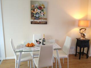 Two bedrooms townhouse near Brookes University, Oxford