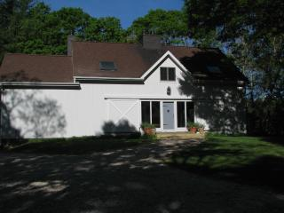 Chic Barn Style Home Very Close to Village MST BD, East Hampton