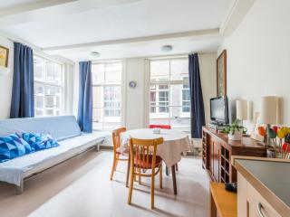 3 minute walk from DAM square, Amsterdam