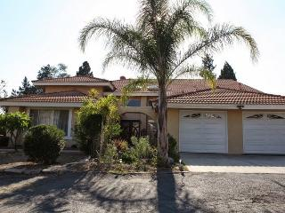 Private 3 Bedrooms in an Estate home, Glendora