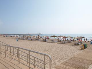 ApartUP Port Saplaya Beachfront. Pool+Pk, Valencia