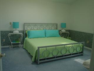 4 king beds, Hot Tub, Wi-Fi, No Cleaning Fee!, Massanutten