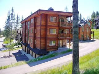 Luxury Mtn. Condo...Hottub/Patio/Views!  3BR, 2BA!, Whitefish