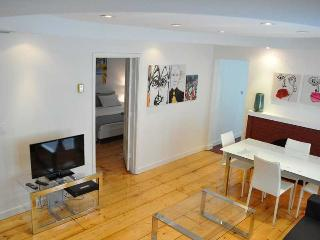 Remodeled 1 bedroom w outside dining area & BBQ/2, Miami Beach
