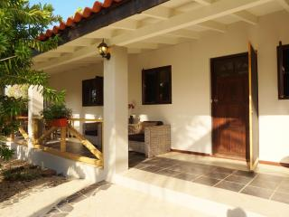 walking distance of the beach, 2 rooms apt, Palm - Eagle Beach